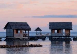 Bungalow Pilotis sur l'eau Lakana Hotel