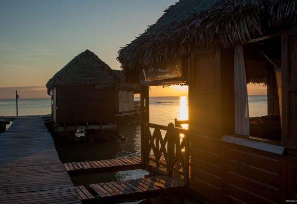 coucher-de-soleil-bungalow-sur-pilotis2